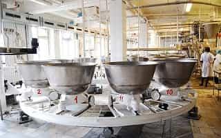 подготовка теста на хлебозаводе